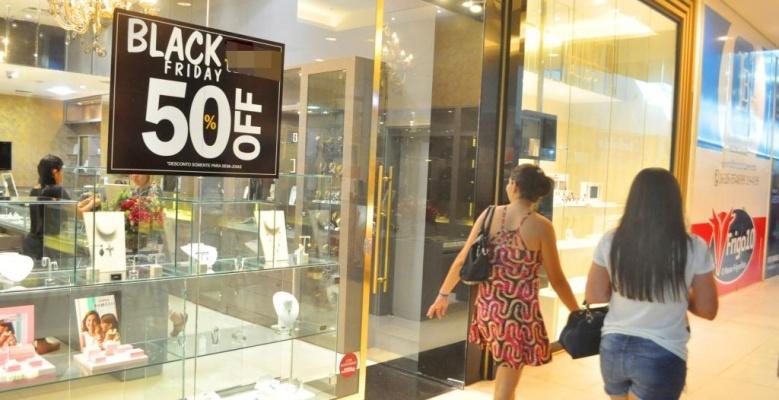 e7962664b4 Previsão é que movimento comercial seja intensificado principalmente nos  dois shoppings da capital (Foto  Diane Sampaio Folha BV)